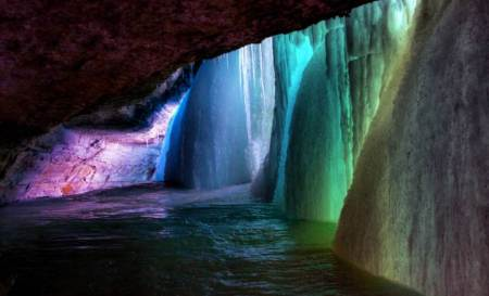 interesting-pictures-frozen-waterfall
