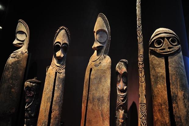 Vertical drums Vanuatu, the Musée du Quai Branly (Paris)