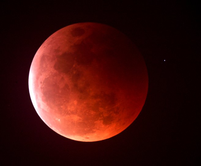 A total lunar eclipse on April 15th marks the beginning of ...