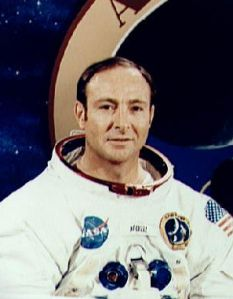apollo14_astronaut_alien